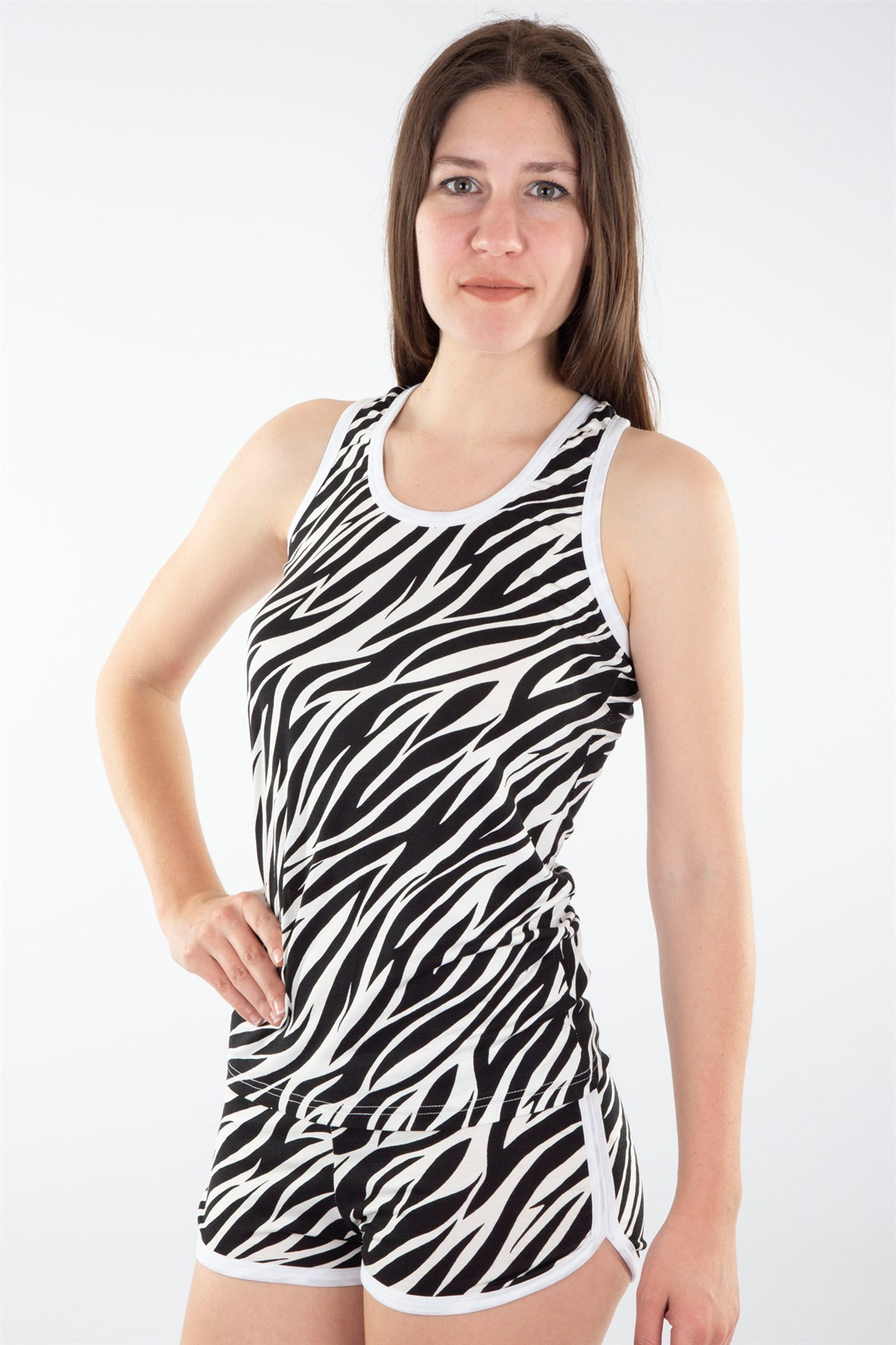 Moda Çizgi Kadın Kalın Askılı Siyah Beyaz Desenli Şortlu Pijama Takımı 592